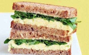 Sandwich-de-Huevo-y-Rúcula-370x230